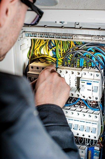 חיבור לוח חשמל תלת פאזי